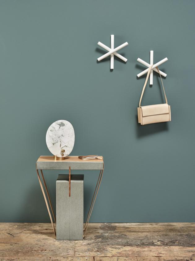 Nástěnný věšák Iso Hook (Hay), design Lex Pott, jasanové dřevo, 3 × 3 × 2cm, cena 732Kč, www.stockist.cz