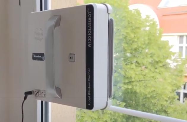 Čistič oken Mamibot W120 pracuje usilovně a je i poměrně tichý. Při práci produkuje hluk jen 65 dB.