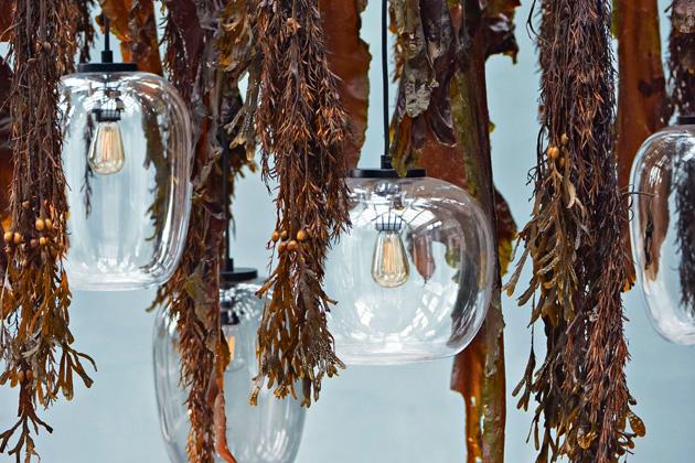 Grape (Bolia), design Morten and Jonas, ocel a sklo, O 20 a 25 cm, cena od 8 220 Kč