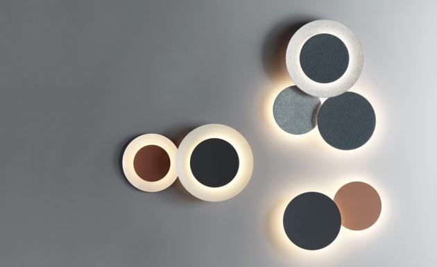 Puck Wall Art (Vibia), design Jordi Vilardell, polykarbonát a hliník, O 40, 45 a 60 cm, cena od 7 900 Kč