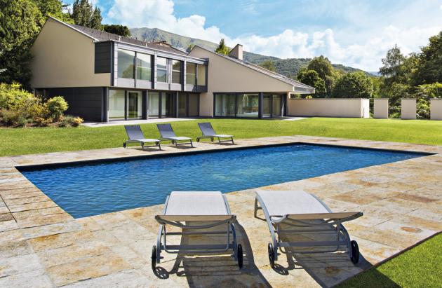 Luxusní stavebnicový bazén Faro z řady Mercury (Mountfi eld), konstrukce ze silnostěnných ocelových panelů se speciálním žárovým zinkováním, lze přizpůsobit délku, šířku i hloubku, víceúrovňové dno, protiskluzové schody, více barev a dekorů, cena na doraz, WWW. MOUNTFIELD.CZ