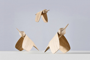 Dekorativní siluety ptáků Tica (Gazzda) slouží jako multifunkčně využitelné solitérní ozdoby dointeriéru.