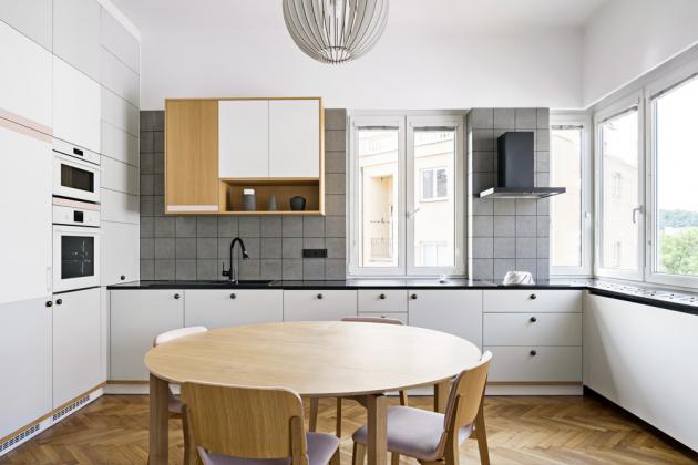 Jídelní stůl a židle byly vybrány ze sortimentu českého výrobce TON