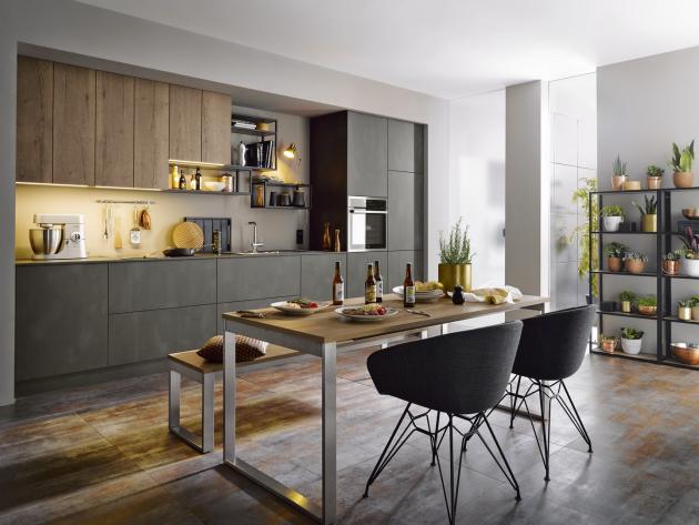 Kuchyňská sestava Targa z designové řady C (Schüller), povrch imitace tmavé oceli v kombinaci s dekorem dřeva, WWW.CASAMODERNA.CZ
