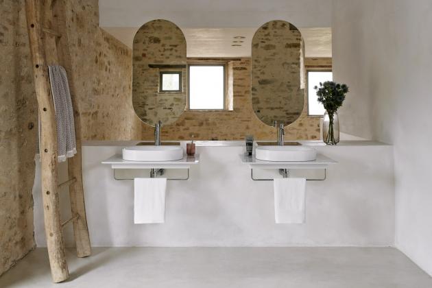 Umyvadlo Horizon k položení na desku, možnost doplnit deskou z keramiky a držákem na ručník, matná bílá glazura, rozměr 50 × 35 cm, cena 13 213 Kč