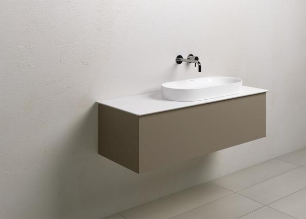 Umyvadlo Horizon k položení na umyvadlovou skříňku, možnost umístit umyvadlo ve třech pozicích, lesklé bílé, rozměr 60 × 35 cm, cena 8 978 Kč