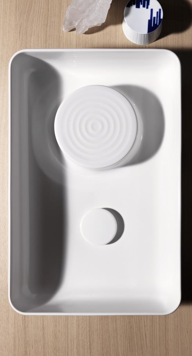 Série VAL nabízí  řešení nejen pro stylové koupelny, které nabízejí přívětivý prostor pro různá řešení s vanou, sprchovým koutem, ale i s propracovaným úložným prostorem v podobě koupelnového nábytku ze sérií Space nebo Base. Vybírat zároveň můžete chytrá řešení i pro koupelnu, která prostorem nedisponuje.