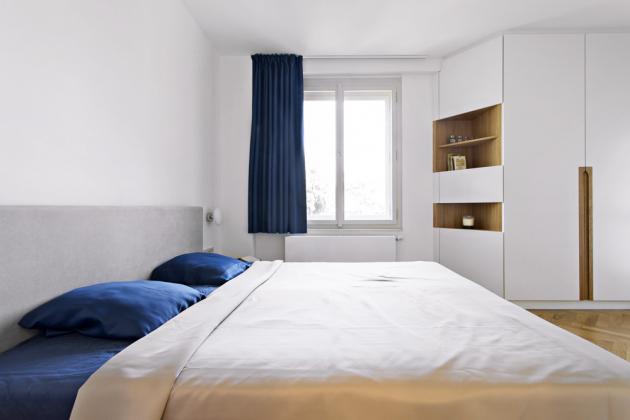 Nábytek na míru byl doplněn o luxusní závěsy a další dekorativní textilní prvky od dodavatele Styltex (WWW.STYLTEX.CZ)