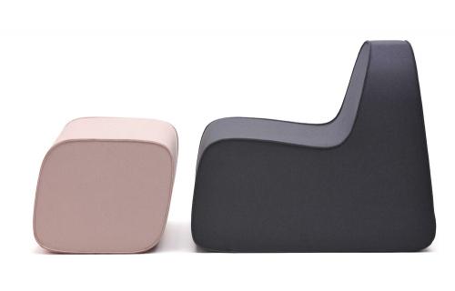 Lounge Chair (Hey-Sign), design Boris Pickenhagen, pevná pěnová výplň pokrytá plstí, snímatelný potah, dostupné ve více než 40 barevných provedeních, 68 × 91 × 76 cm, cena na dotaz, WWW.HEY-SIGN. DE