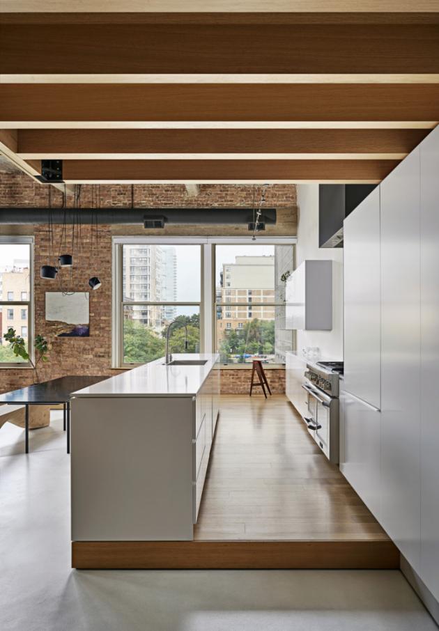 Na kuchyňskou linku navazují vestavěné skříně pod mezaninem Foto popis| ?? Ložnice je umístěna dál od obvodové zdi bytu pro lepší tepelný i zvukový komfort.