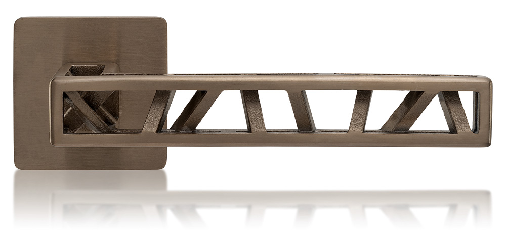 Kování Industry Squelette (MaT), design Roman Ulich, výběr ze 6 povrchů a barev, nerezová ocel, cena 3 370 Kč, WWW.KLIKY-MT.CZ