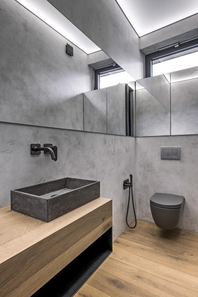 Dokonce i vana a umyvadla jsou vyrobena na míru v kombinaci dřeva, kovu, betonu a betonové stěrky. Dodávka od firmy Areda (www.areda.cz)