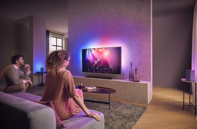 Snovou sérií televizorů Philips PUS8505 satraktivním stříbrným rámečkem objevíte řadu důmyslných funkcí, které vám ukážou nový rozměr televizní zábavy.