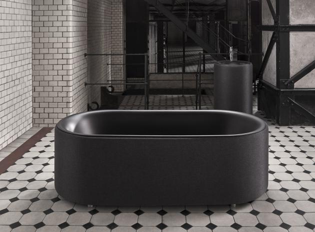 Vana BetteLux Oval Carbon (Bette), design Tesseraux aPartner, smaltovaná titanová ocel, tkaná textilie, 185 × 85 ×58 cm, cena 241 802Kč, www.perfecto.cz