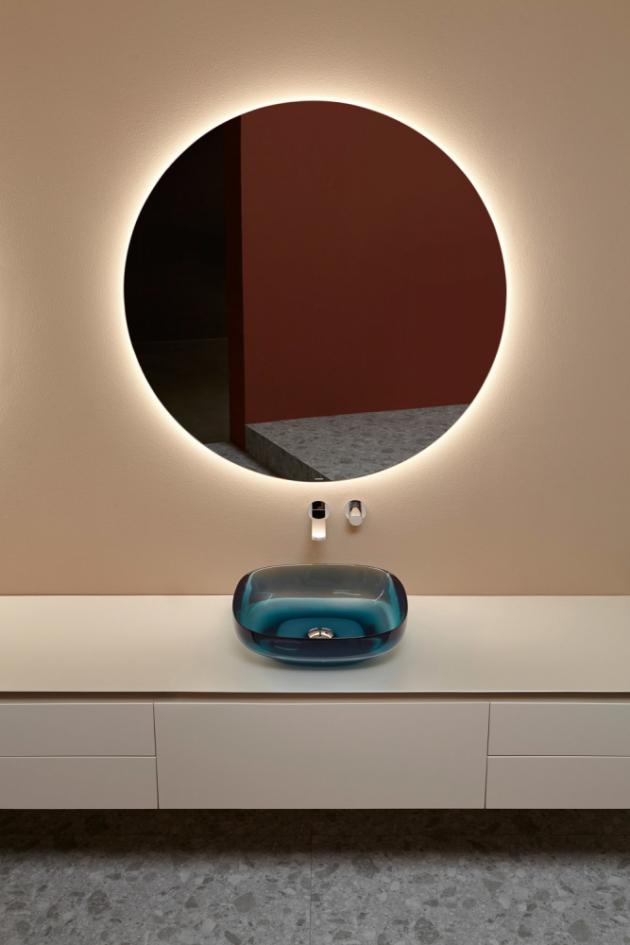 Umyvadlo ze série AGO3 (Antonio Lupi), design Mario Ferrarini, sklo, 13 barev skla, 50 × 45 × 15 cm, cena na dotaz, www.glamur.cz
