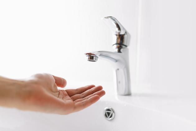 Kapající vodovodní kohoutek umí potrápit nejen nervy, ale znamená takézbytečné plýtvání vodou, které se může vročním vyúčtování prodražit iostovky korun