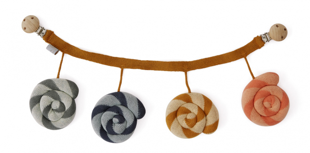 Dekorace na kočárek Lízátka (Oyoy), 100% bavlna OEKO-TEX, 13 × 45 cm, cena 1100Kč, www.space4kids.cz