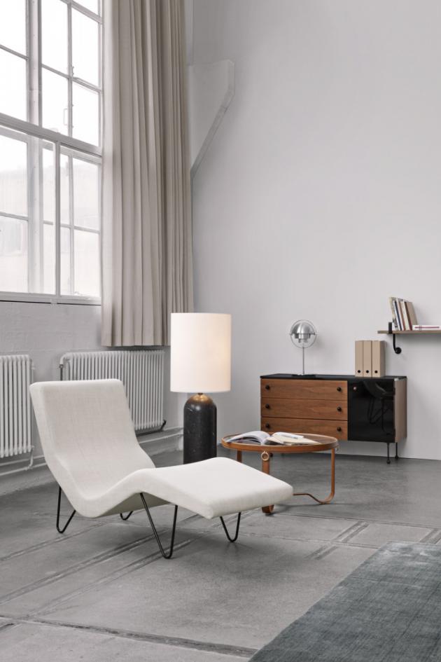 Ikonický model Chaise longue GMG (Gubi), design Greta M.Grossman, kovová základna, látkové čalounění, 148 × 64 ×83cm, cena 59 561 Kč,  www.stockist.cz