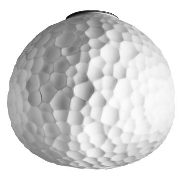 Stropní a nástěnné svítidlo Meteorite (Artemide), design Pio and Tito Toso, dvojvrstvé stínidlo z matně broušeného skla, IP44, O 15, 35 a 48 cm, cena od 4 272 Kč, WWW.ARTEMIDE-OBCHOD.CZ