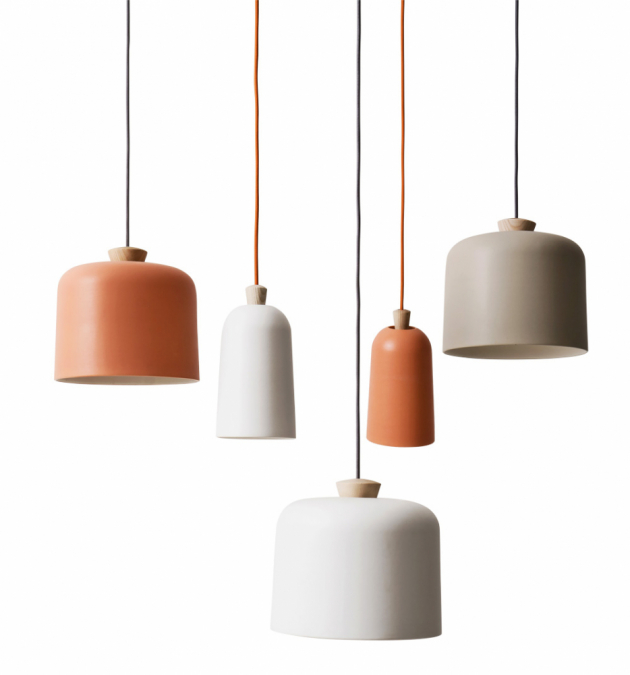 Závěsné svítidlo Fuse (Ex.t), design Note design studio, keramika a jasanové dřevo, cena od 5 450 Kč, WWW.EX-T.COM