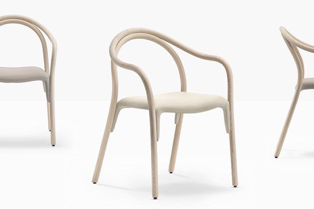 Design Eugeni Quitllet, rozměry 82 × 57 × 53 cm, cena od 25 190Kč, WWW.LINO.CZ