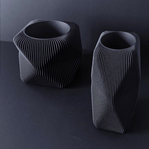 Květníky Terre D'Ombres (Ligne Roset) vyrostly ve 3D tiskárně.