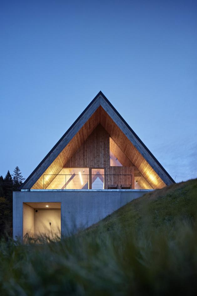 Modřín a beton jsou stěžejními materiály této stavby