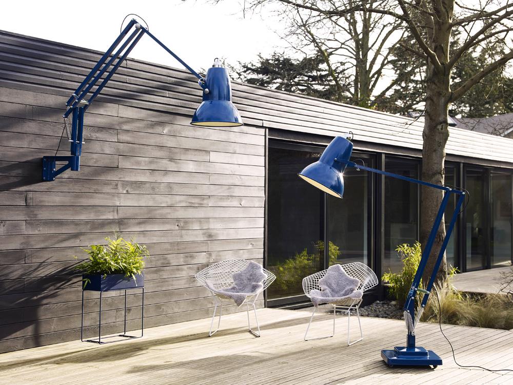 Nástěnné svítidlo Original 1227 Giant Outdoor (Anglepoise), design George Carwardine, ocel a hliník, IP65, maximální délka ramene 230 cm, O 44 cm, cena 113 514 Kč, WWW.BULB.CZ