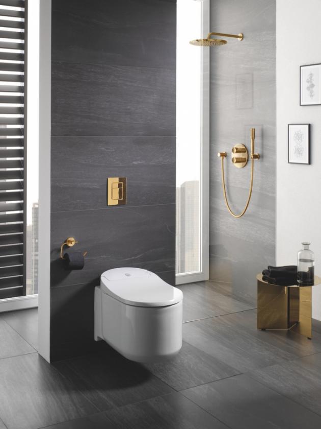Víko toalety se samočinně otevírá a zavírá díky senzoru přítomnosti a tlumené noční světlo znamená, že už nikdy nebudete tápat ve tmě