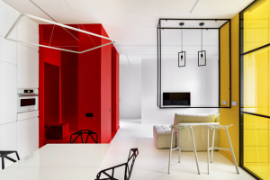 Hnutí De Stijl, jehož nejvýznamnějším členem byl malíř Piet Mondrian, inspirovalo ruského architekta Rustema Urazmetova při návrhu moskevského interiéru až do posledního detailu: výrazná geometrie, využití základních barev v kombinaci s černými obrysy i matematická přesnost forem... Atributy neoplasticismu působí překvapivě současně i dnes, tedy sto let poté.