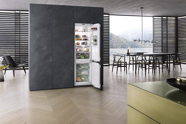 Vestavná chladnička s mrazničkou KFN 37682 iD (Miele), A++, PerfectFresh Pro, FlexiLight, NoFrost, ComfortClean, cena 58 990 Kč, WWW.MIELE.CZ