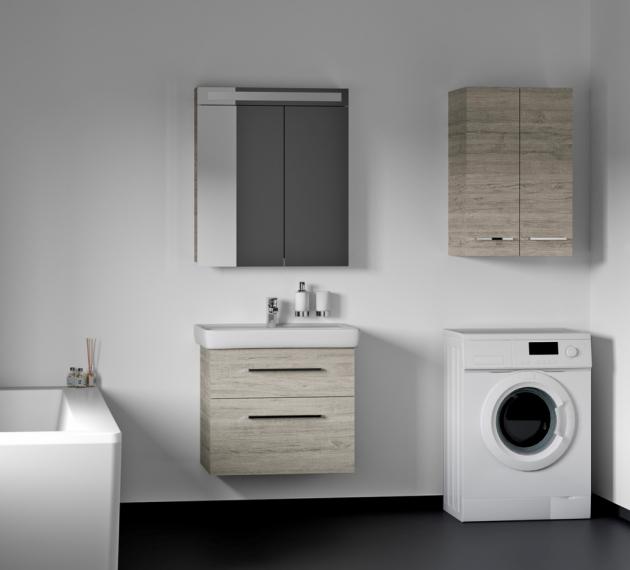 V koupelně oceníte každý úložný prostor navíc – umístěte doplňkovou skříňku třeba nad pračku