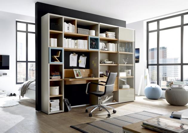 Sestava nábytku now!time (Hülsta), světle šedý lak, dubová dýha, více materiálů, 280 × 40 × 216 cm, cena 89 301 Kč, WWW.HOMESTYLE.CZ