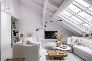 Půdní byt na Vinohradech s výhledem do nebe