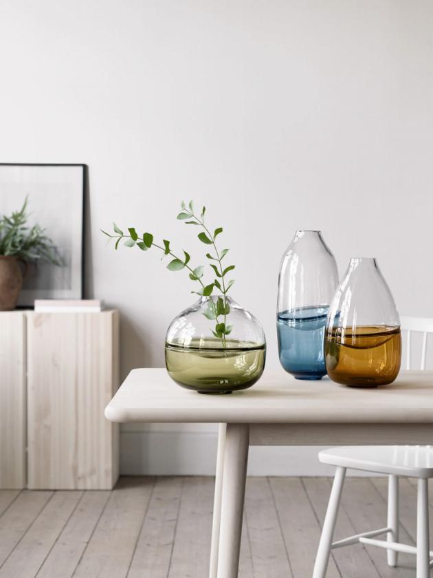 Kolekce váz Septum (Kosta Boda), sklo, výška 22, 32 a 40 cm, cena od 8 077 Kč, WWW.KOSTABODA. CO. UK