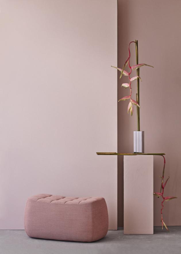 Puf Yam medium (Northern), konstrukce z překližky, textilie Kvadrat, 37 × 46 × 82 cm, cena 24 750 Kč, WWW.DESIGNVILLE.CZ