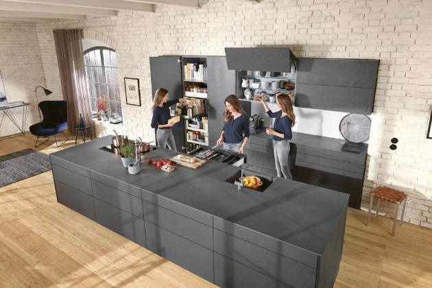 V moderní kuchyni je nutné zajistit také dostatek místa k praktickému uskladnění zásob. Inspirujte se inovativními řešeními, která nabízejí maximum úložného prostoru pro vaše potraviny
