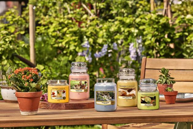 Kolekce Garden Hideaway léto 2020 (Yankee Candle), 100% bavlněné knoty bez karcinogenních přísad, cena od 69 Kč, WWW.YANKEESVICKY.CZ