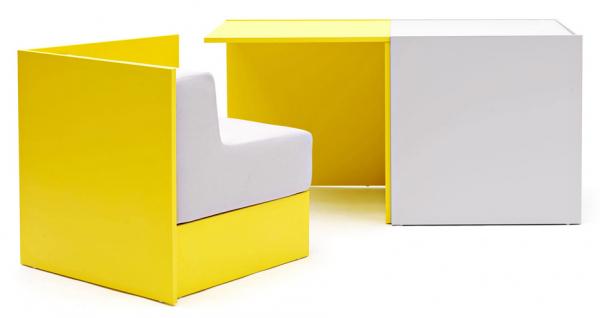 Stůl s výsuvnými křesly Hako (Campeggi), design Sakura Adachi, dostupný ve více barevných a materiálových provedeních, rozměry ve složeném stavu 140 × 70 × 70 cm, cena 19 580 Kč, WWW.CAMPEGGIDESIGN.IT