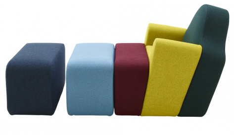 Křeslo Slice (Ligne Roset), design Pierre Charpin, 92 × 88 × 80 cm, výška sedu 42,5 cm, cena 71 536 Kč, WWW.LIGNE-ROSET.COM