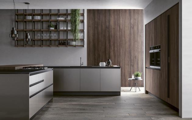 Model kuchyně Kali s otevřeným policovým systémem v provedení kombinace laku a lamina se strukturou dřeva