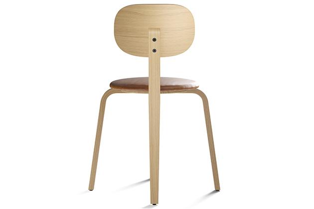 Aktuální rozšíření oblíbené série představuje židle Plus, která nadchne především netradiční konstrukcí zohýbané překližky.