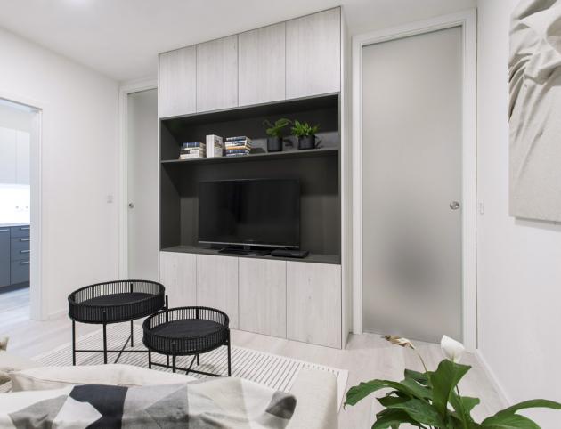 Celoskleněné dveře v obložkové zárubni (Sepos), sklo satináto a CPL, cena za komplet 9 490 Kč, WWW.SEPOS.CZ