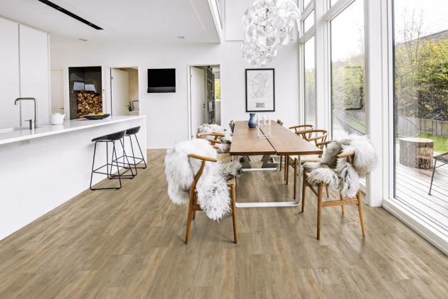 SPC minerální podlaha Wood Design (Kahrs), dekor Taiga s jádrem z přírodních minerálů, orientační cena 1 379 Kč/m2, WWW.KPP.CZ