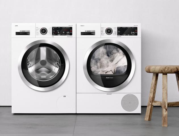 Pračka ze Serie I 8 WAX32KH1BY (Bosch), energetická třída A+++ (–30 %), 10 kg prádla, senzoricky řízené praní s automatickým dávkováním pracího prostředku, 12 programů, cena 30 490 Kč, sušička WTX87KH1BY (Bosch), energetická třída A++, 9 kg prádla, program Iron Assist – extra ošetření párou pro vyhlazení suchého prádla, či dokonce nahrazení žehlení, možnost propojení pračky a sušičky (Smart Dry), automatické čištění AutoClean, cena 25 990 Kč, WWW.BOSCH-HOME.COM