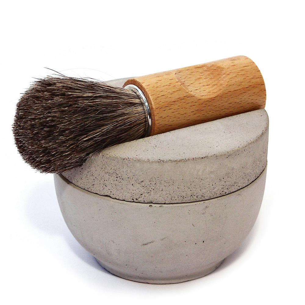 Štětka na holení (Iris Hantverk), ruční výroba, štětiny z jezevce a dubové dřevo, cena 1 099 Kč, WWW.BONAMI.CZ