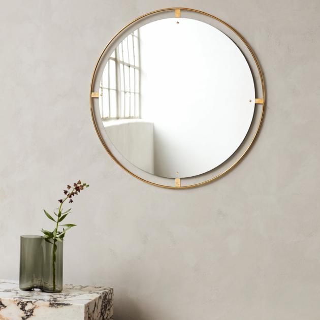 Nástěnná zrcadla Nimbus Mirror (Menu), leštěná nebo bronzovaná mosaz, cena od 15 592 Kč, WWW.STOCKIST.CZ