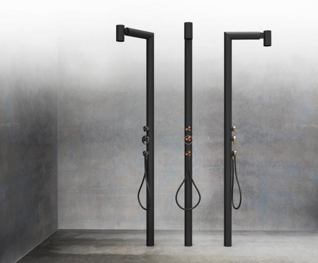 Kompletní sprcha do exteriéru Outdoor (Gessi), pohyblivá horní hlavice, ruční sprcha, možnost výběru ze 4 povrchových úprav, cena od 201 647 Kč, WWW.DESIGNBATH.CZ