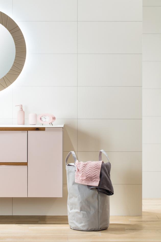 Nabídce koupelnových obkladů se krátkodobé módní výstřelky spíš vyhýbají, stěny koupelny přece jen neobměňujeme každý rok.