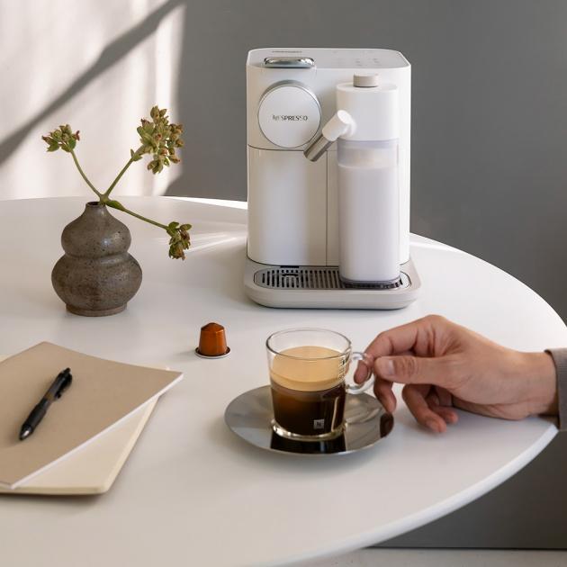 Kávovar Gran Lattissima (Nespresso), příprava stisknutím jediného tlačítka, snadný systém čištění, cena 8 990 Kč, WWW.NESPRESSO.COM